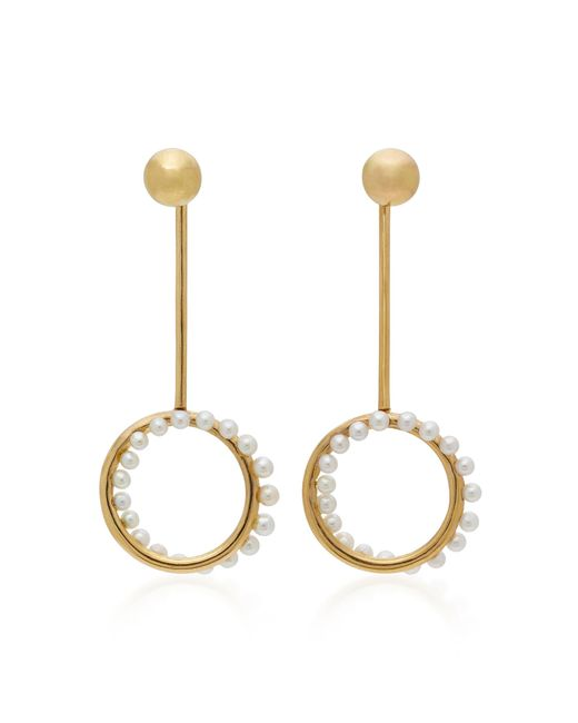 Yvonne Léon | Metallic Cameleon Pendant 18k Gold Pearl Earrings | Lyst