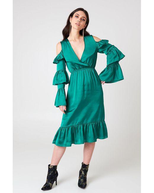 b15595492487 NA-KD Cold Shoulder Ruffle Midi Dress Emerald Green in Green - Lyst