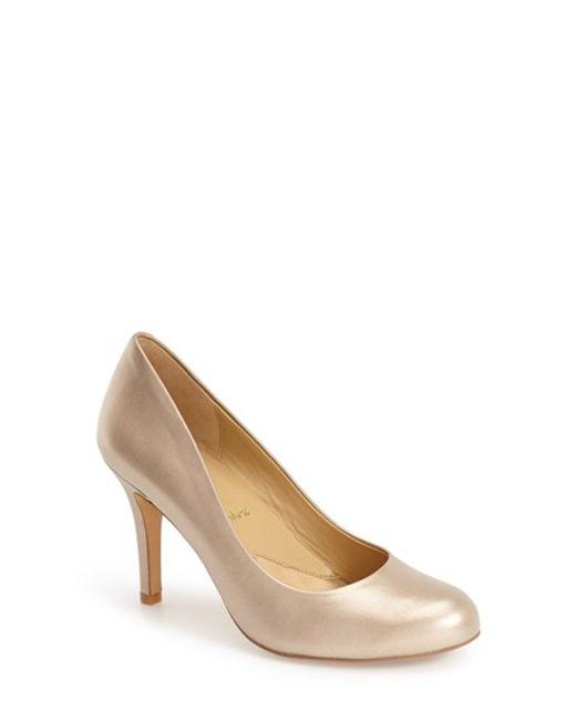 Trotters | Metallic 'signature Gigi' Round Toe Pump | Lyst