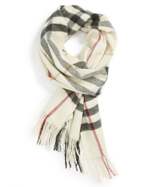 Burberry | Natural Heritage Giant Check Fringed Cashmere Muffler | Lyst