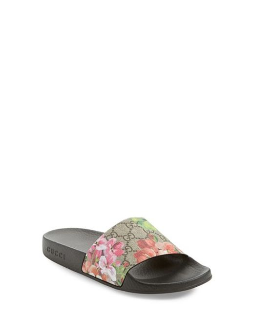 Gucci Blooms Supreme Canvas Slides in Pink | Lyst