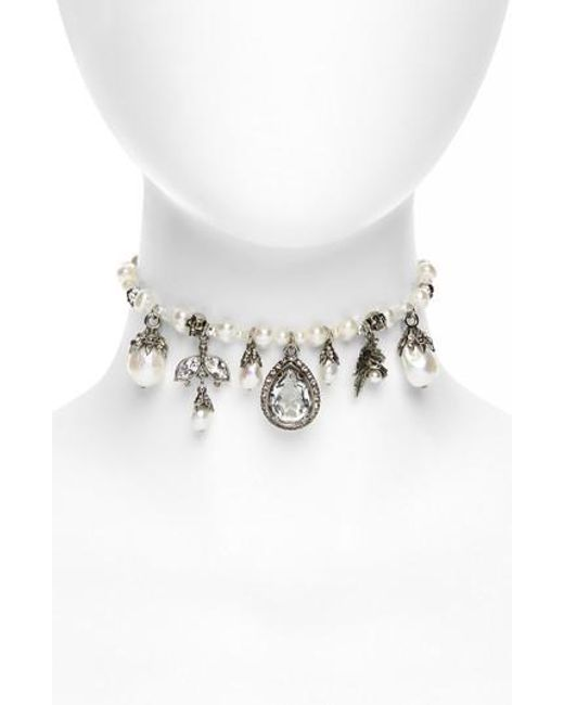 Crystal and charm-embellished pearl choker Alexander McQueen fe7L1tV9Je
