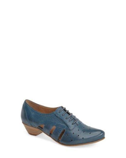 Fidji - Blue 'vo92' Perforated Leather Pump - Lyst
