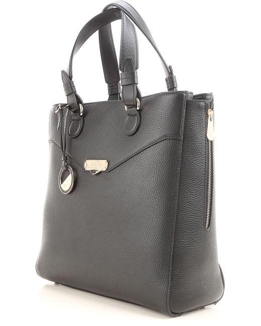 2d5dd6e2912d Lyst - Sac Cabas Pas cher en Soldes Versace en coloris Noir