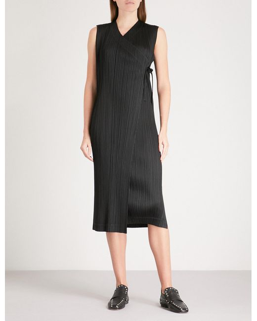 Pleats Please Issey Miyake - Black Rapped Form Pleated Wrap Dress - Lyst