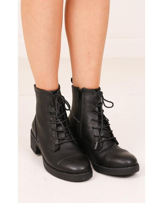 Therapy Shoes Ambrose In Black Micro
