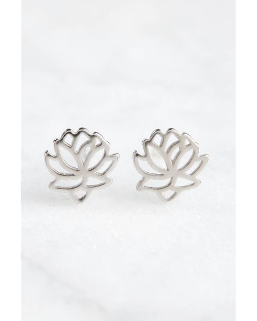 South Moon Under - Metallic Lotus Flower Stud Earrings - Lyst