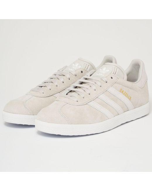 lyst adidas originali gazzella grigia & ftw bianco in grigio.
