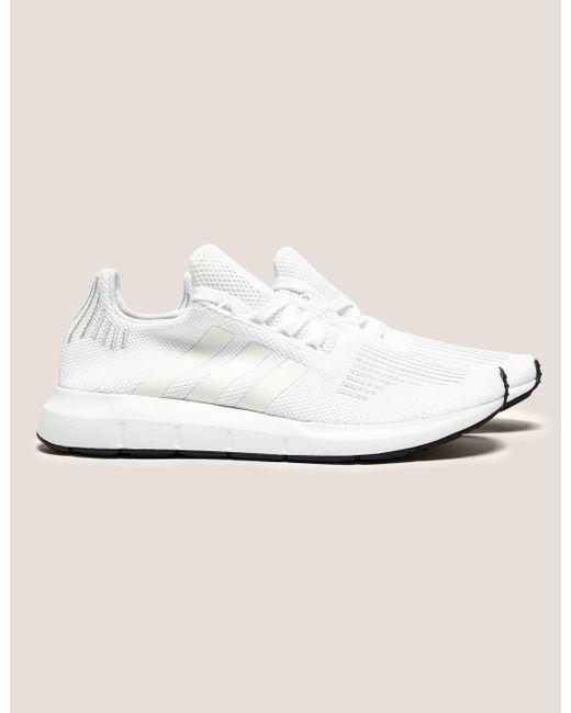 lyst adidas originali mens swift run bianco in bianco per gli uomini.