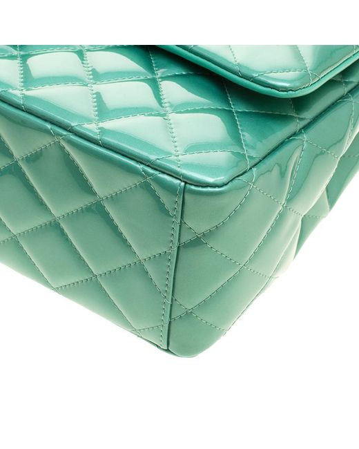 2d384cc540b5 ... Chanel - Green Quilted Patent Leather Maxi Classic Double Flap Bag -  Lyst