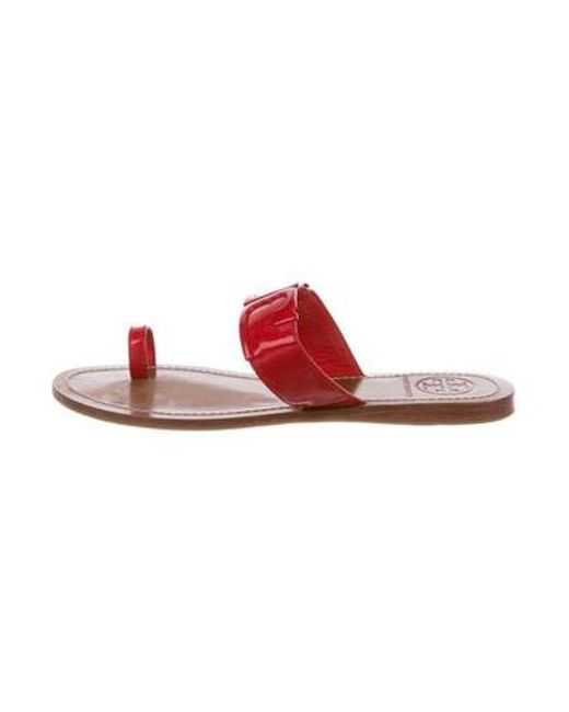 acc5eb84ac3 Tory Burch - Red Patent Leather Logo Sandals - Lyst ...
