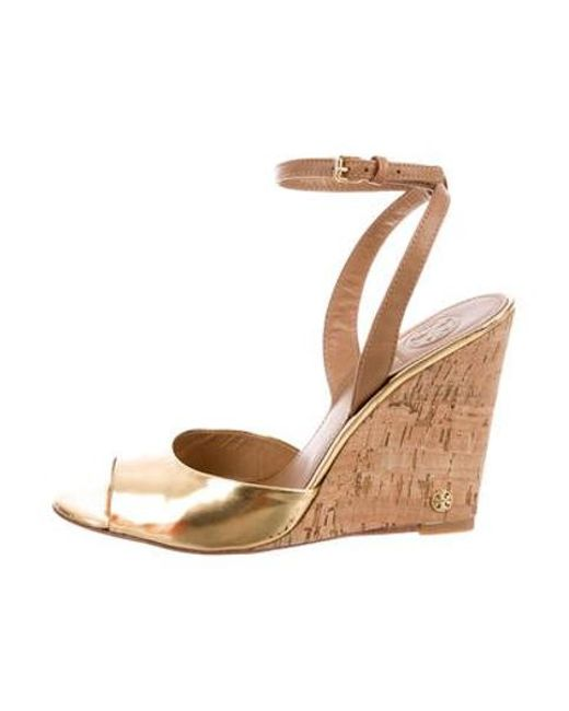 c5b60377265 Tory Burch - Metallic Ashton Wedge Sandals Gold - Lyst ...