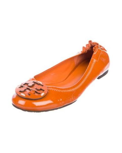 f99e9ec77 Lyst - Tory Burch Reva Patent Leather Flats Orange in Orange