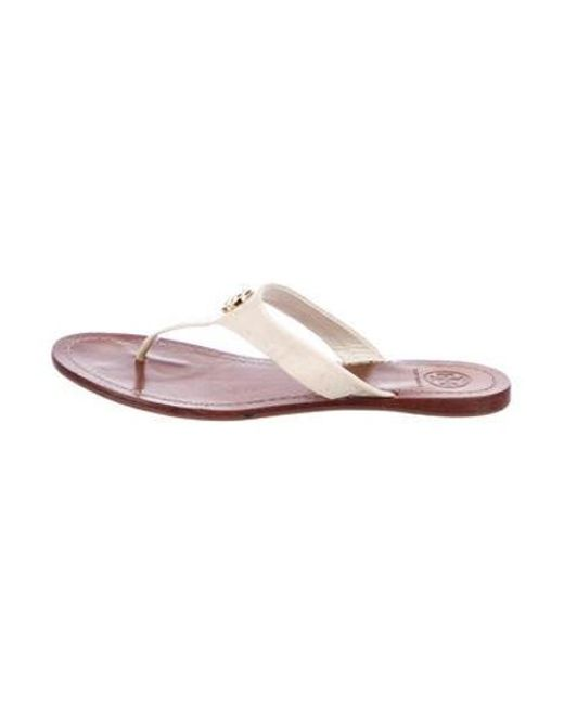 c4efb6ef2 Tory Burch - Metallic Patent Leather Thong Sandals Gold - Lyst ...