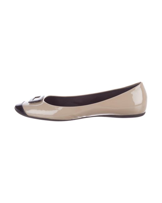 Roger Vivier | Natural Patent Leather Cap-toe Flats Beige | Lyst