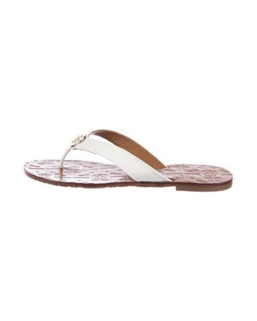 ef47cb7e3fd Tory Burch - Metallic Patent Leather Thong Sandals White - Lyst ...