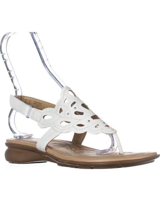 Naturalizer - White Jade Thong Round Toe Sandals - Lyst