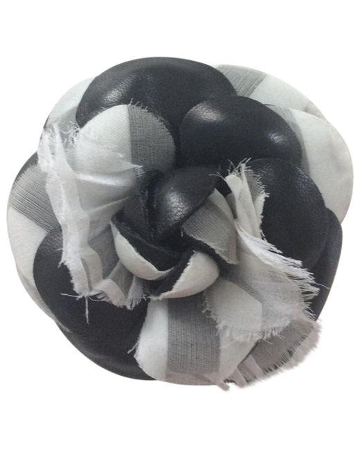 3badcc42003 Lyst - Broche Camélia Chanel en coloris Noir