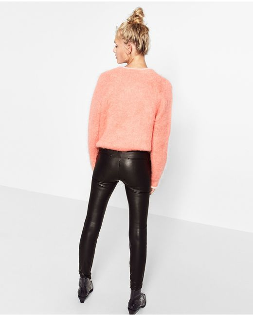 Create your own unique style. Take a look at Calzedonia's great selection of Leather leggings and get inspired by our latest collections.