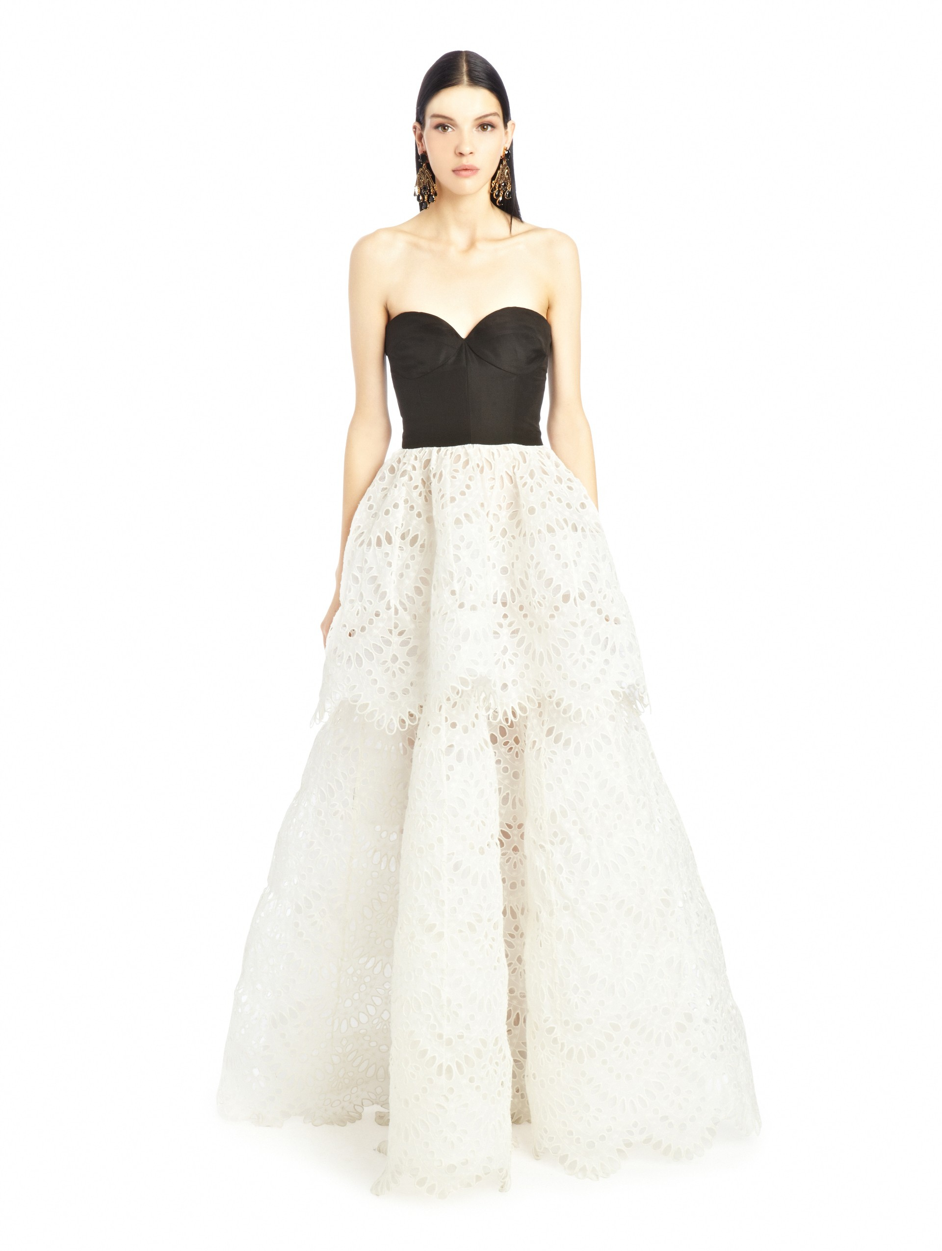 bba125f820330 Oscar de la Renta Black & White Broderie Anglaise Silk Tiered Gown ...