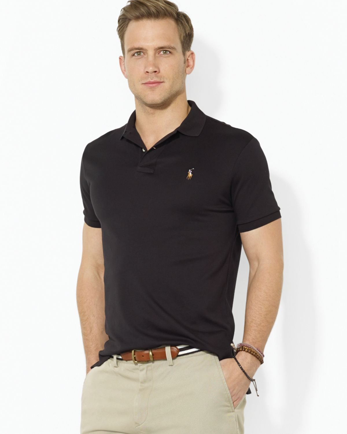 This bold black polo shirt from the Kalybre DUBAI collection is cut in a custom-fitted shape, completed with a classic collar. It combines quality craftsmanship and a contemporary perspective.