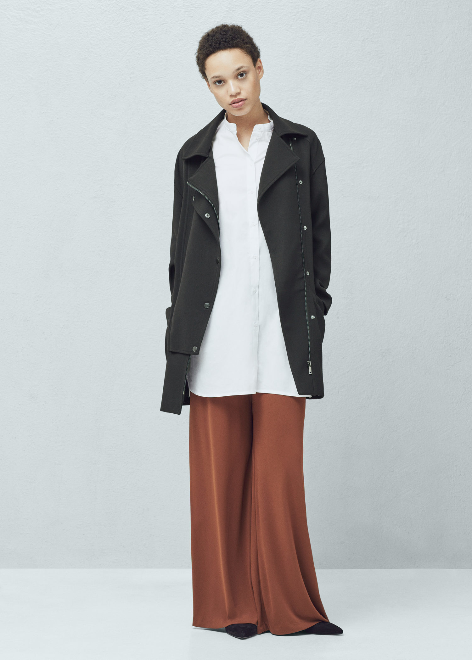 Women's Mango Coats Young, modern and stylish is the ethos behind MANGO'S urban aesthetic and vision. Armed with a design team that understands the metropolitan women MANGO delivers high quality products that feature innovation and originality.
