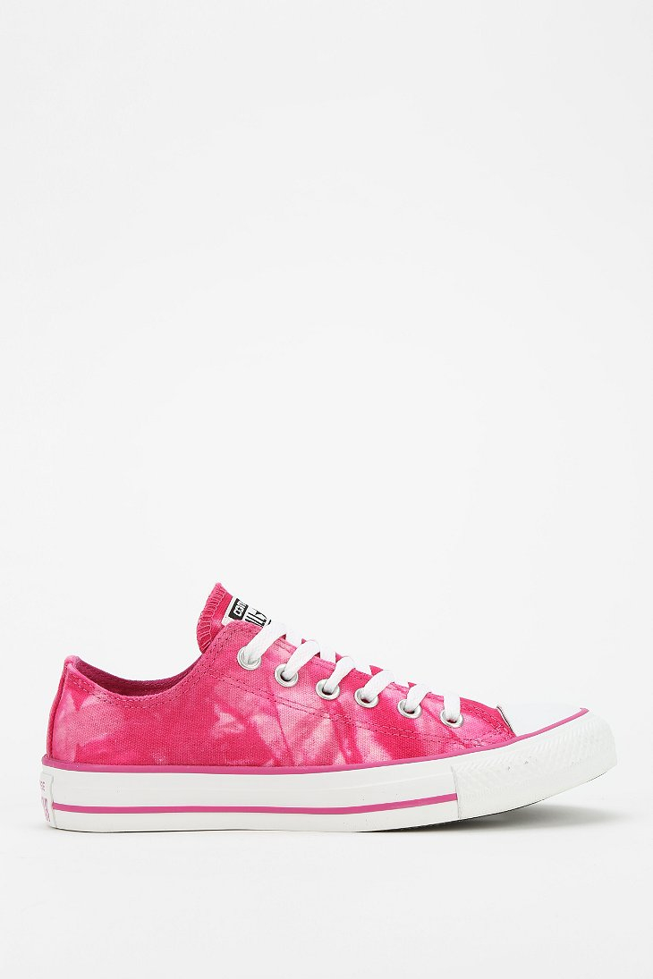 fadeeb8fc123 Gallery. Previously sold at  Urban Outfitters · Women s Converse Chuck  Taylor ...