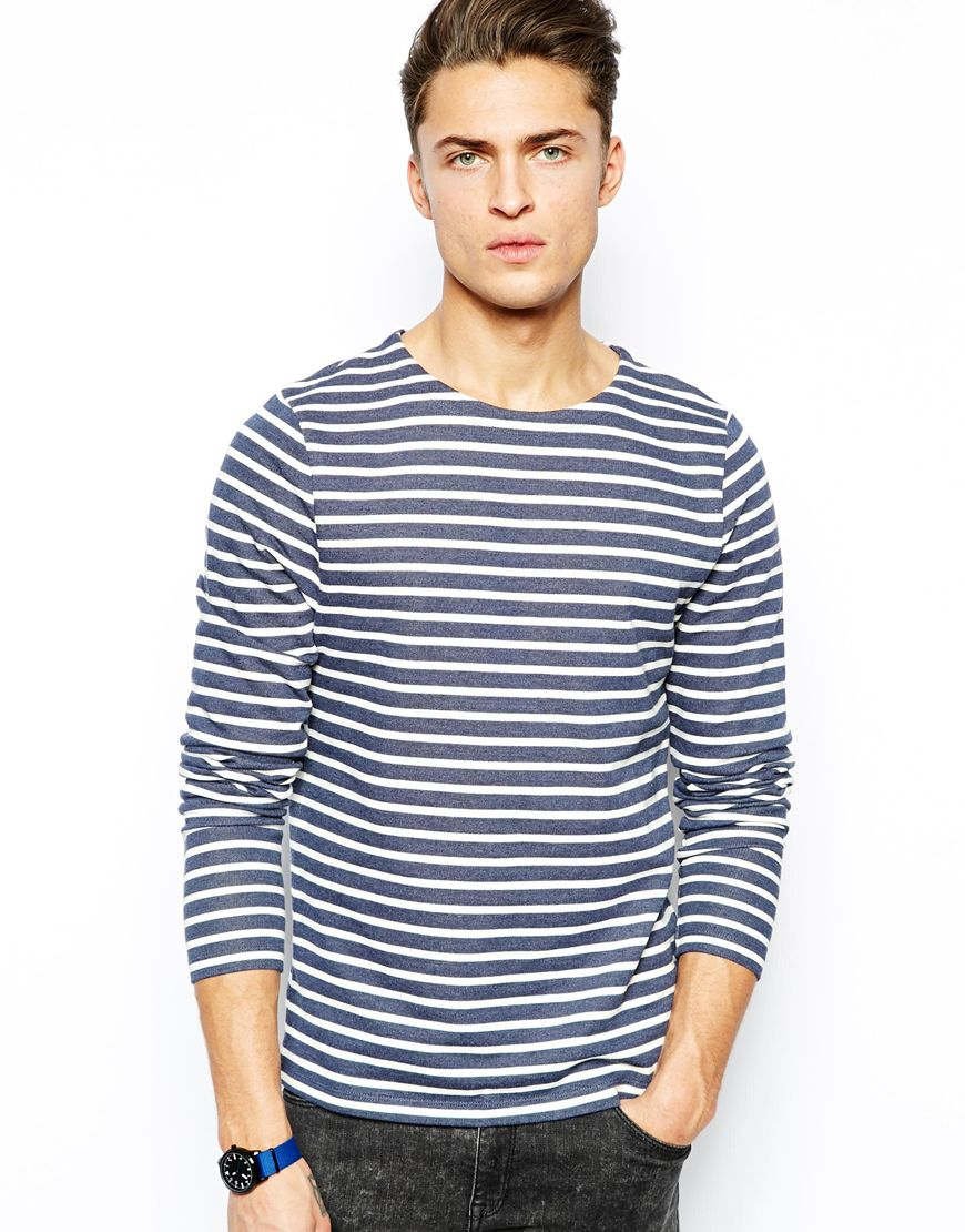 Find your perfect everyday tee with Urban Outfitters' selection of men's t-shirts. Not all tees are created equal and we've stocked up on an assortment of the best tees to suit any style. With laid-back roll sleeve tees, essential long sleeve t-shirts, and classic stripe styles, you'll be sure to find a new go-to top.