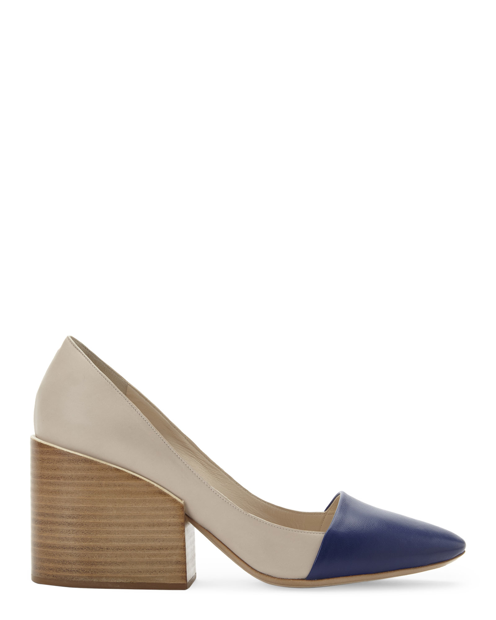 45b05e2ad016 Lyst - Chloé Chlo㉠Beige   Navy Two-Toned Block Heel Pumps in Blue
