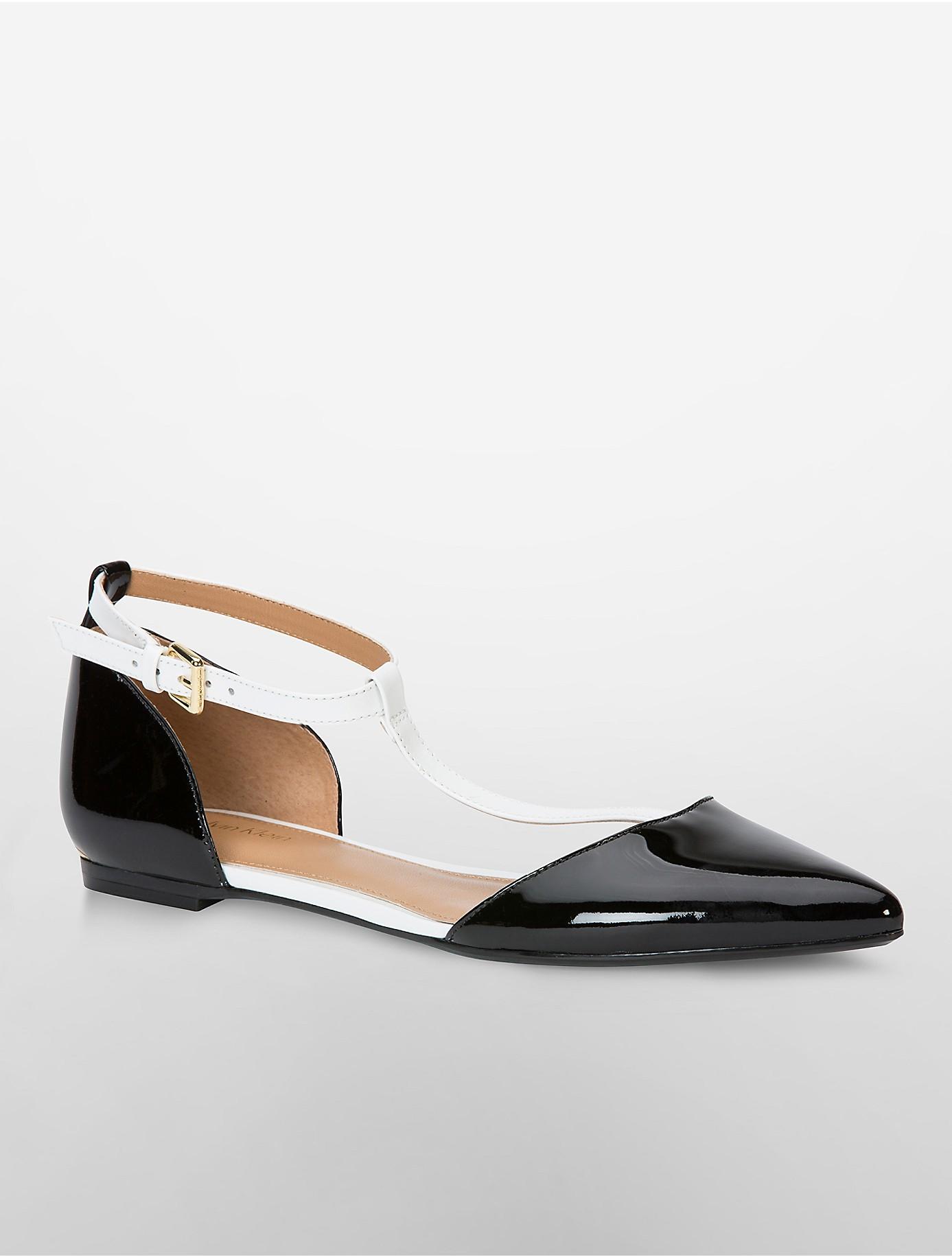 Calvin Klein Ghita Patent T-Strap Flat 7BBgmq69