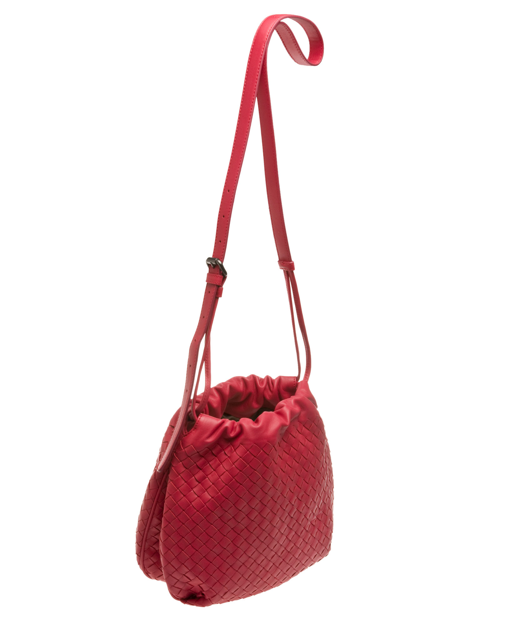 9f0116f159 Bottega Veneta Drawstring Shoulder Bag in Red - Lyst