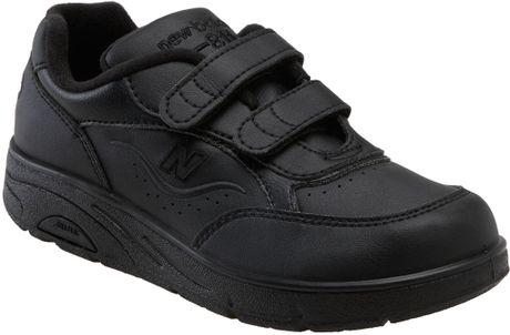 New Balance W811 Velcro Walking Shoe (women) in Black