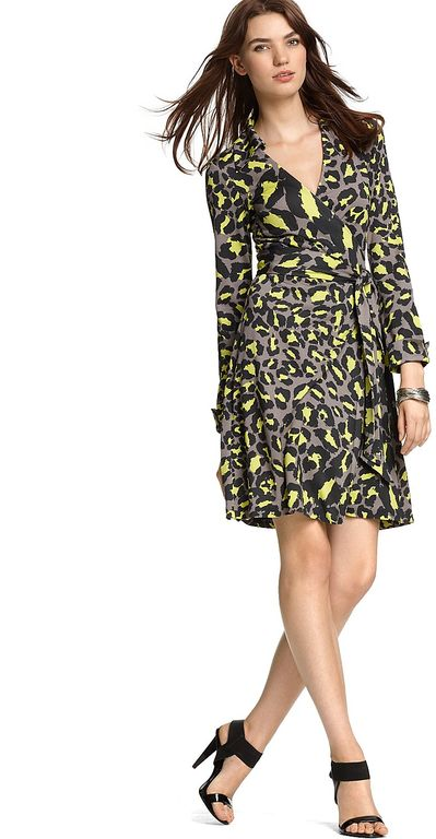 """Diane Von Furstenberg es la famosa diseñadora de moda que creó el wrap dress."" Diane Von Furstenberg, la madre del ""wrap dress"" diane von furstenberg snow leopard grey jeanne silk jersey wrap dress fabric animal product 1 108916 968215372 full"