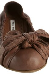 Miu Miu Coconut Leather Stitched Bow Detail Flats in Brown (coconut) - Lyst