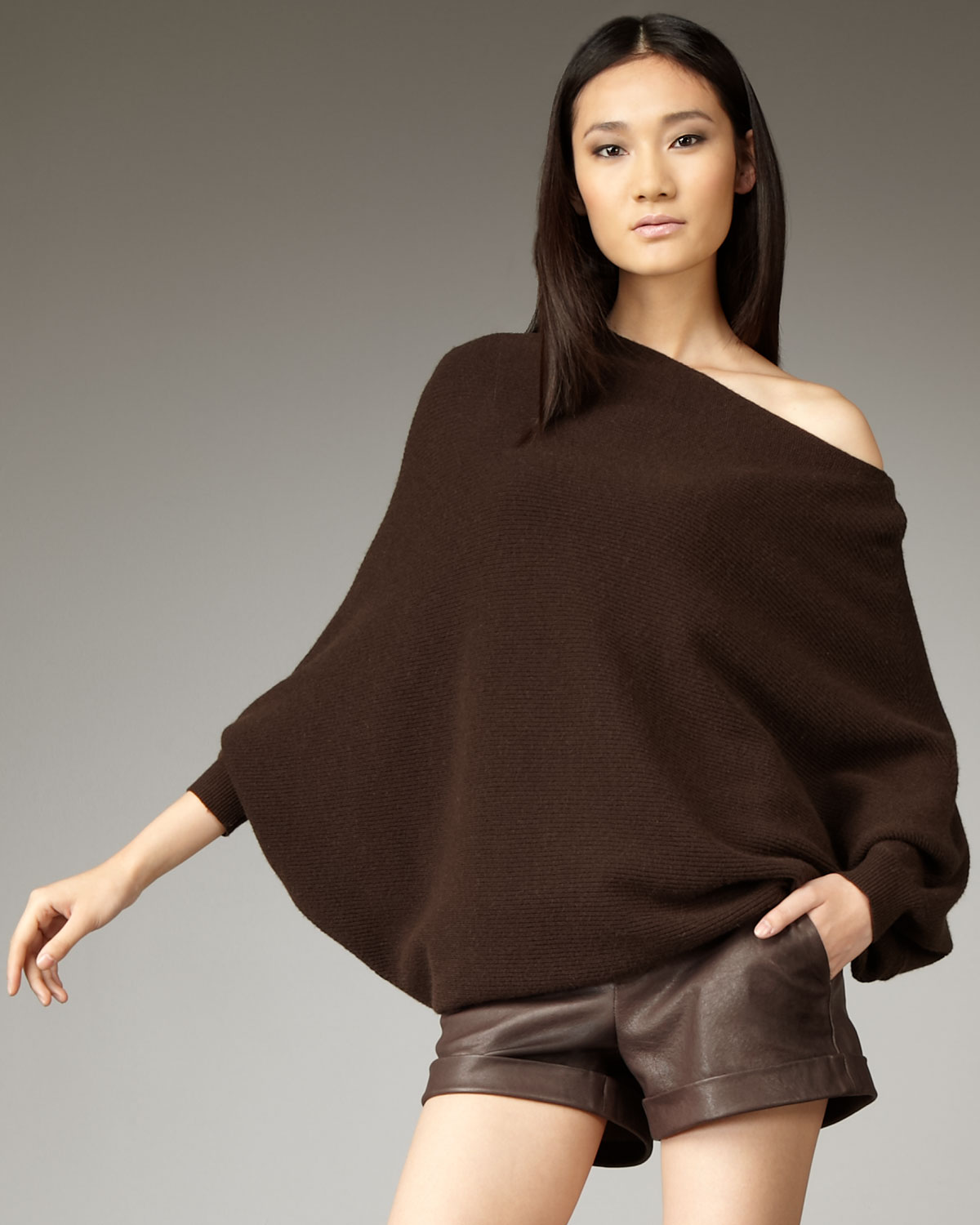 Alice   olivia Amalie Off-the-shoulder Sweater in Brown | Lyst