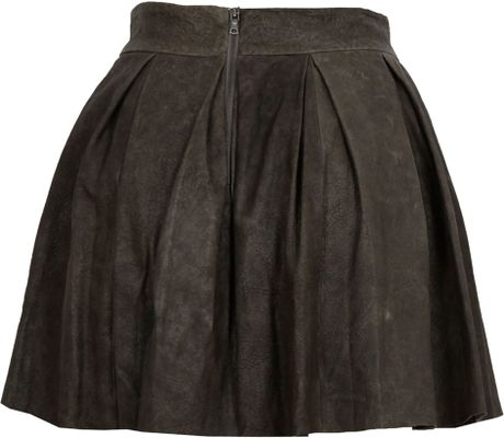 lousie box pleat leather skirt in gray lyst