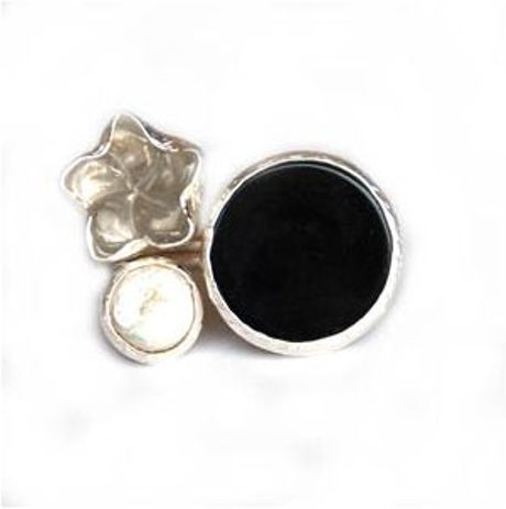 Toosis Black Onyx and Quartz Flower Silver Ring in Black - Lyst