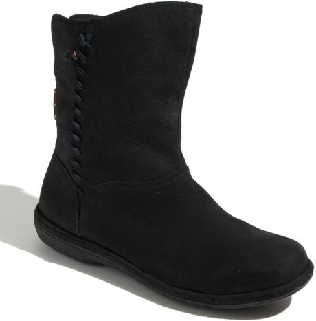 Olukai O Waho Boot in Black (black/ black)