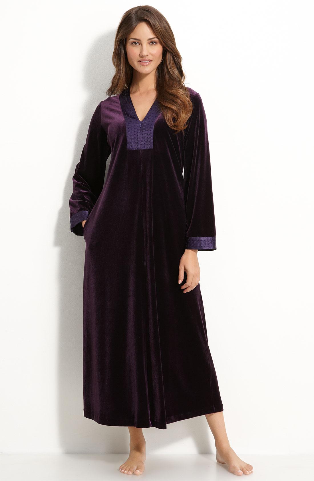 Oscar de la renta zahara nights velvet robe in purple for Robes de mariage de betsey johnson