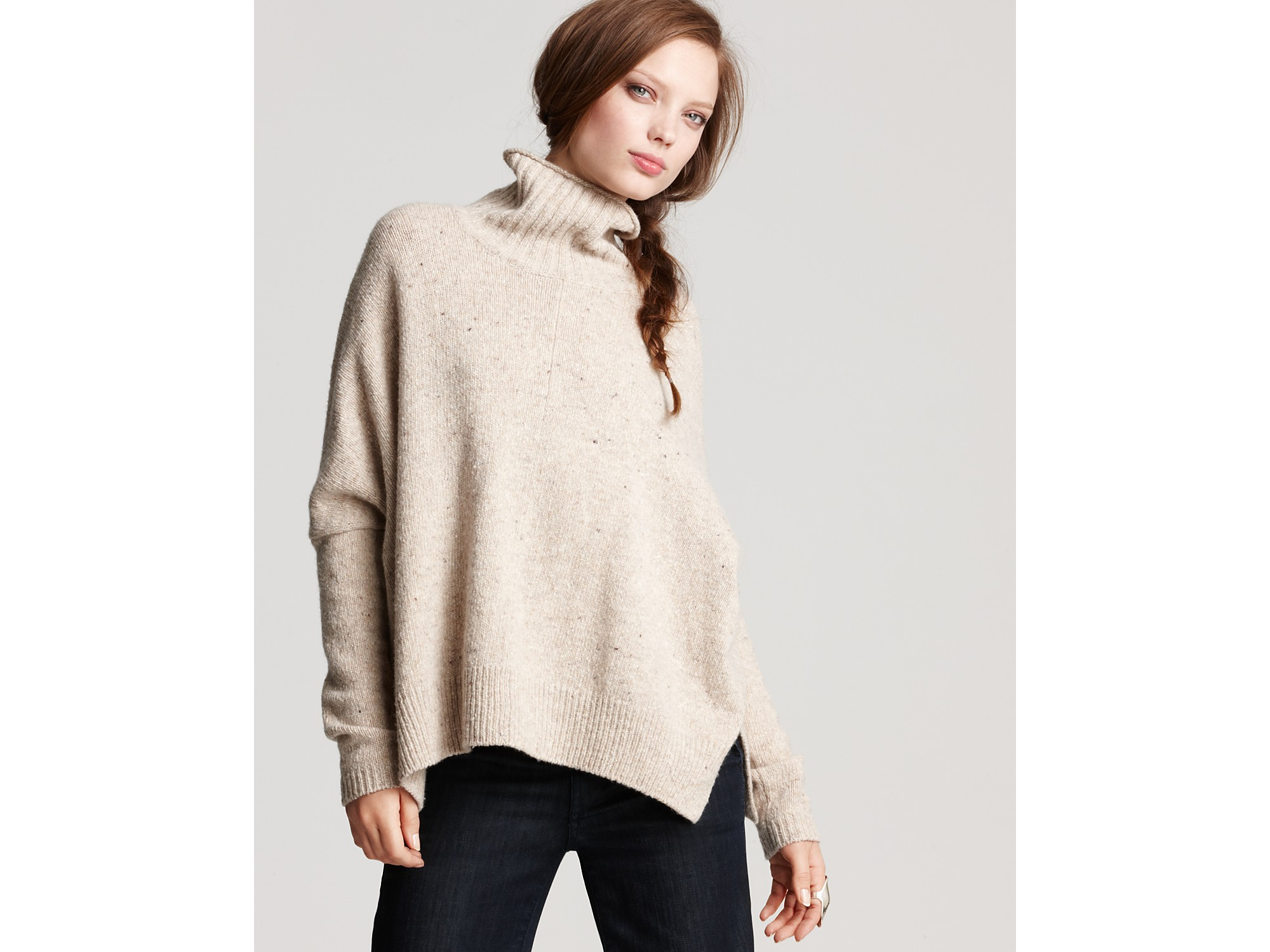 Vince Oversized Turtleneck Sweater in Natural | Lyst