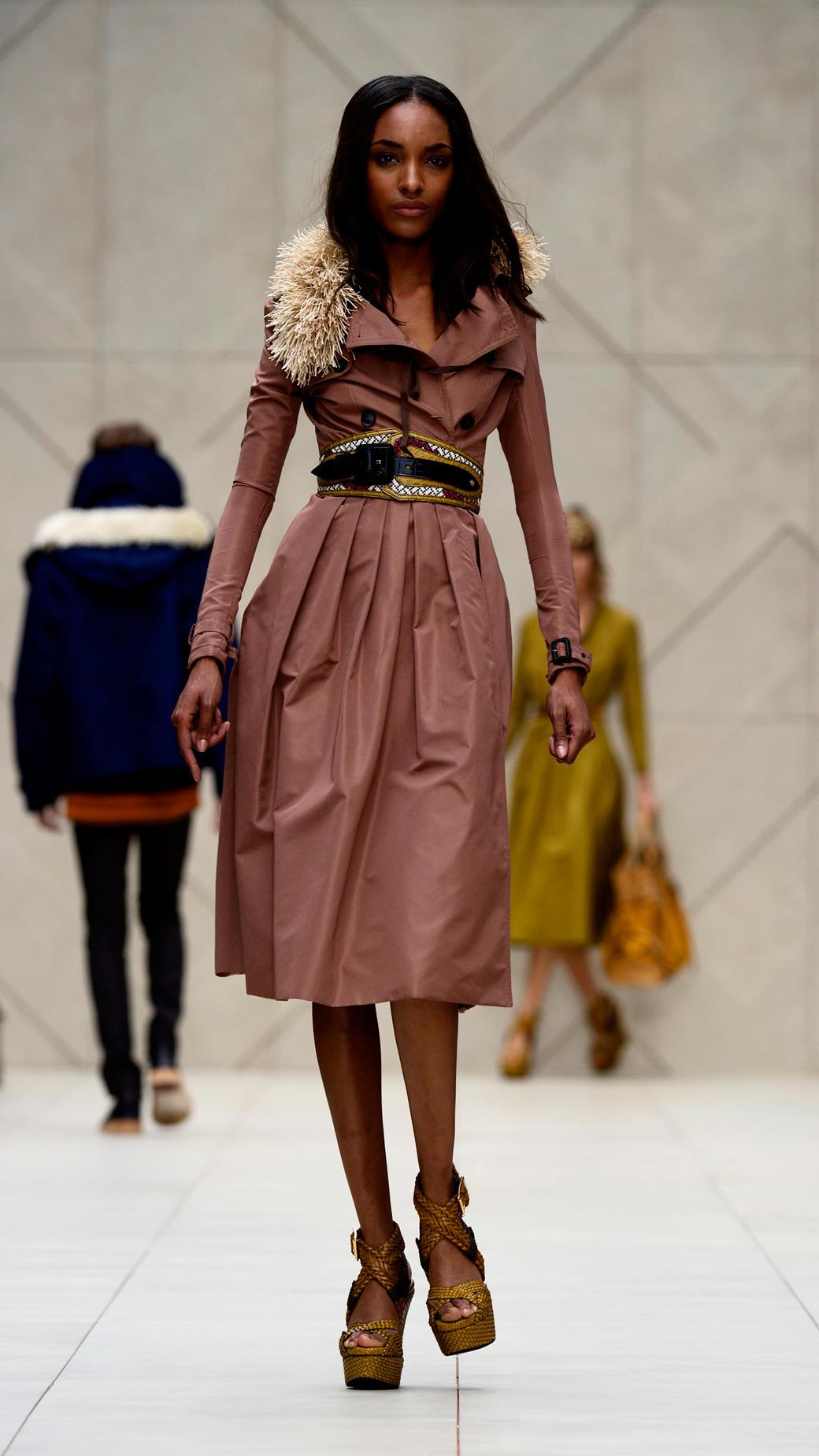 Burberry Prorsum Runway London Fashion Week Aw14: Burberry Prorsum Full Skirt Trench Coat In Pink