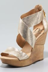 Diane Von Furstenberg Opal Cracked Metallic Wedge Sandal - Lyst