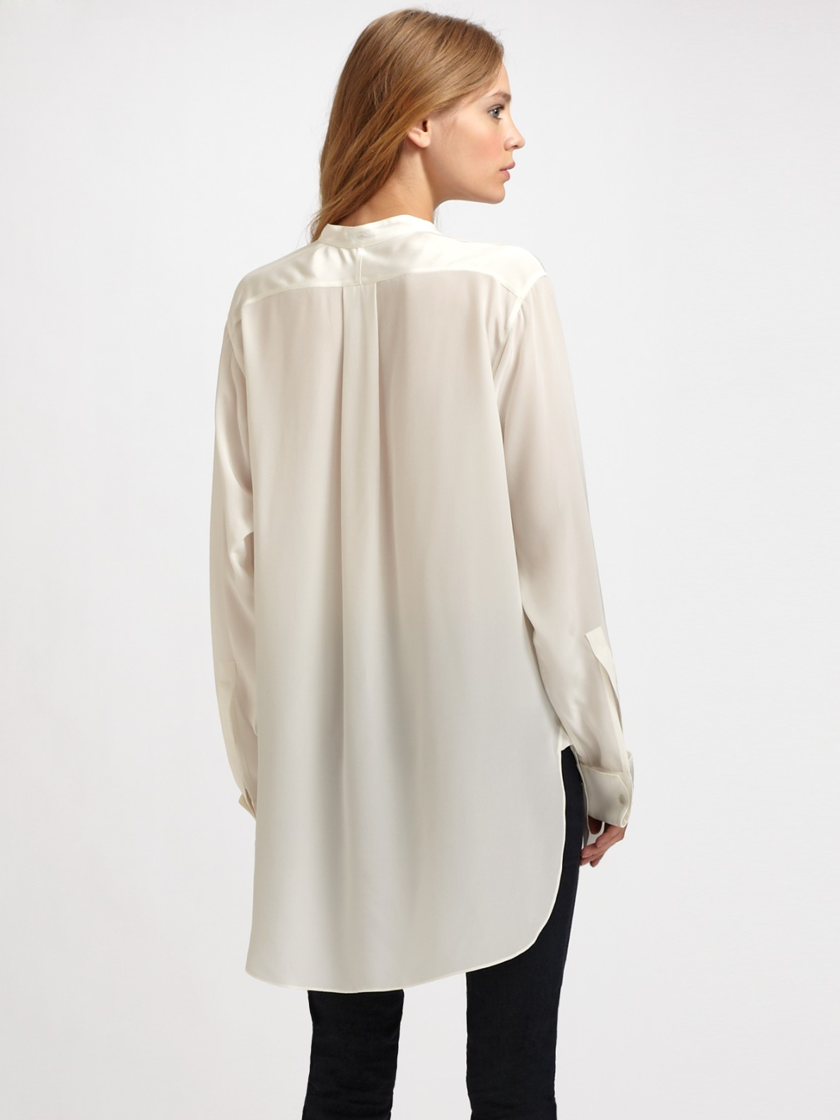 How To Wear An Oversized White Blouse 5
