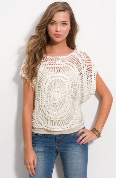Wallpapher Crochet Medallion Top in White (ivory) - Lyst