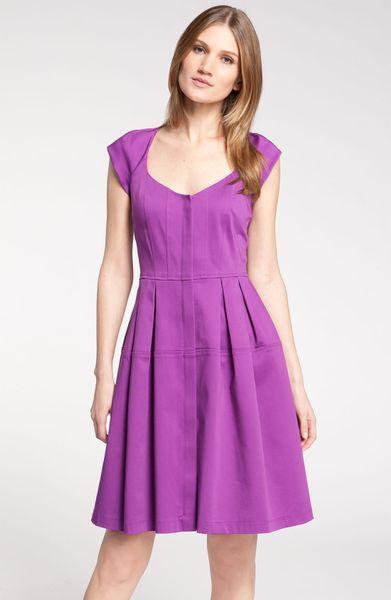 Модные повседневные платья 2014 года изготавливаются, как из легких тканей и предназначены для ношения в