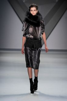 Vera Wang Fall 2012 Short Sleeve Blouse in Abstract Print with Oversized Fur Collar - Lyst