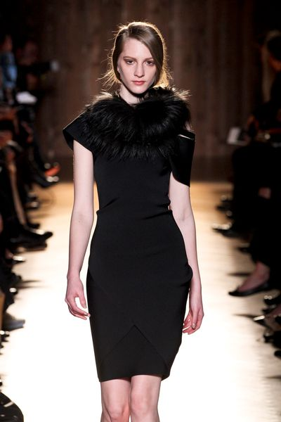 Roland Mouret Fall 2012 Short Sleeve Fitted Black Dress with Attached Oversized Fur Collar in Black - Lyst