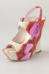 Alice + Olivia Delilah Print Wedge Sandals - Lyst