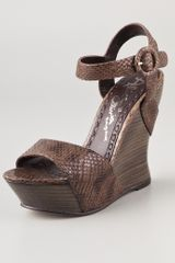 Alice + Olivia Joyce Snake Wedge Sandals - Lyst