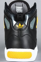 Adidas The Roundhouse Mid 20 Sneaker  in Black for Men (lead) - Lyst